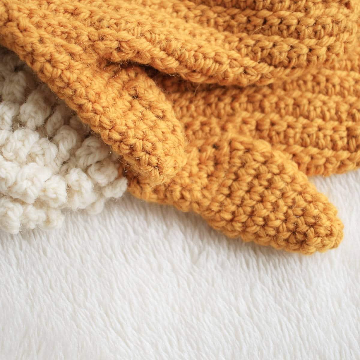 Winter Spun Mitten Adult thumb closeup