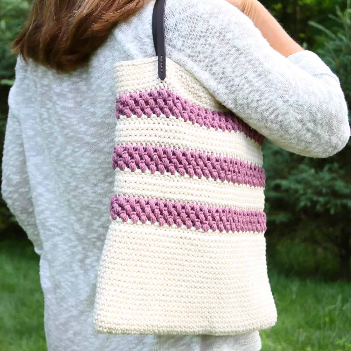 Free Crochet Bag Pattern. Tote Around Your Summer Books and Gadgets.