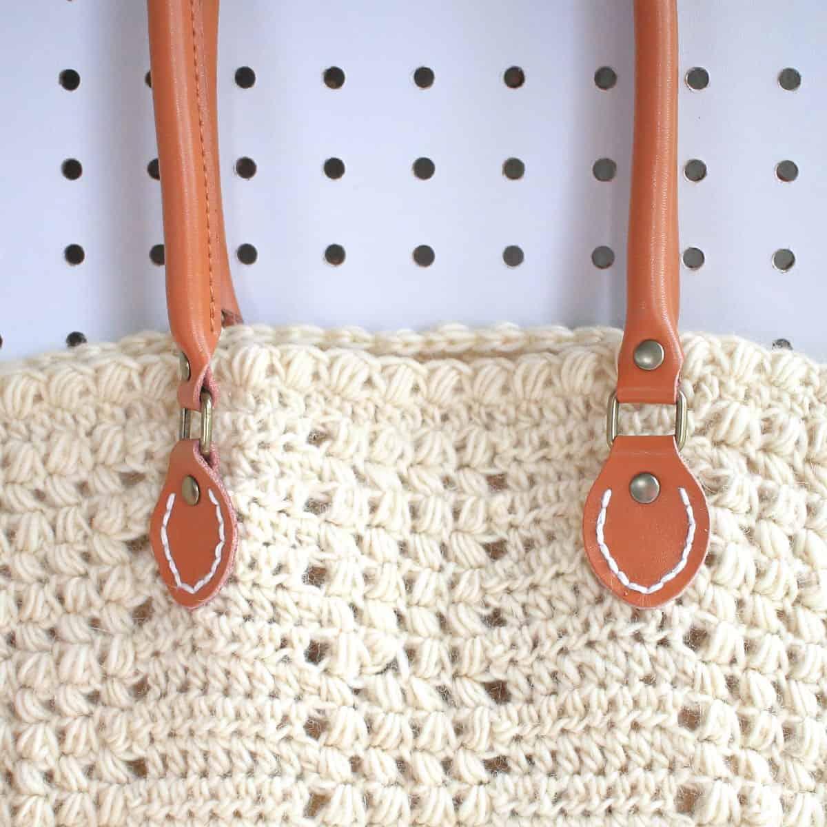 Closeup of Aluren Bag Handles Attachment